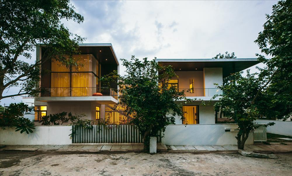 Courtyard house bangalore abin design studio for Home architecture bangalore